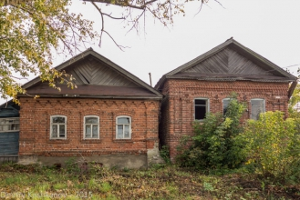 Село Толба. Два старых дома. Фото