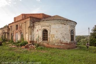 Вид церкви от ворот