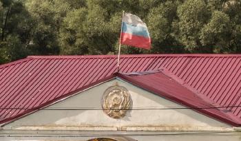 Герб РСФСР на здании администрации села Толба