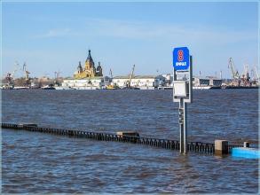 Нижне-Волжская набережная. Затопленный причал. Разлив Волги