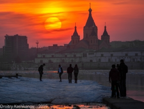 Собор Александра Невского. Вид с Нижне-Волжской набережной. Вечернее фото