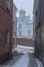 Церковь Ильи Пророка. Вид между домами на улице Ильинской
