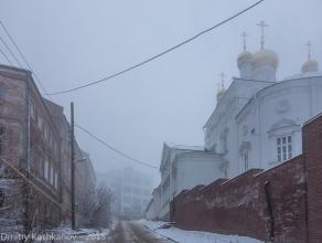 Церковь Ильи Пророка на улице Ильинской. Туманный день. Фото