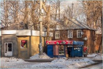 Улица Профинтерна. Нижний Новгород. Киоски на остановке