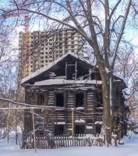 Ул. Новосолдатская. Дом 8а. Сгоревший деревянный дом в центре Нижнего Новгорода