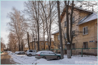 Улица Афанасьева. Автомобили на парковке. Фото