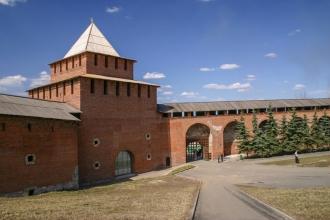 Нижегородский Кремль. Ивановская башня. Вид с территории. Фото