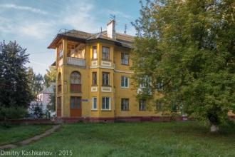 Фото старого трехэтажного дома. Проспект Молодежный