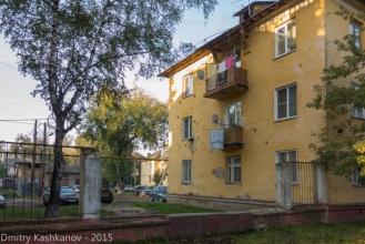 Старые желтые дома. Фото проспекта Молодежного