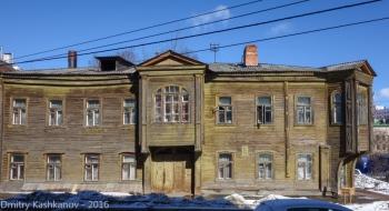 Деревянные дома 4а и 6 (два в одном) по улице Славянской.