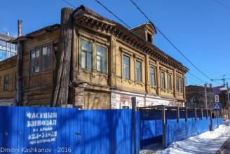 Старый деревянный дом 2 по улице Славянской. Фото