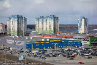 Жилой комплекс Седьмое небо и магазин Castorama рядом со стадионом