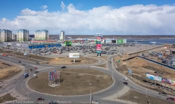 Торговый комплекс Седьмое небо рядом со стадионом