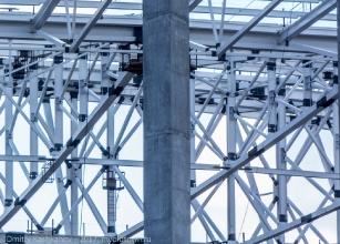 Металлическая конструкция кровли стадиона на Стрелке