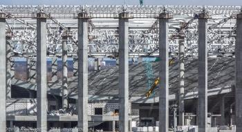 Строительство стадиона на Стрелке. Установка трибун