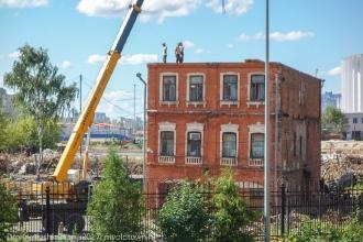 Снос старого дома для благоустройства территории перед стадионом