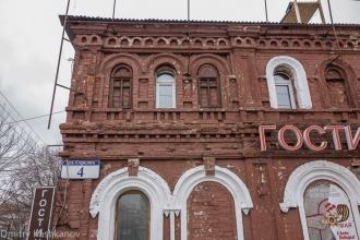 Старое здание на Стрелке. Нижний Новгород. Фото 2015 года