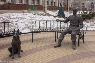 Памятник на улице Горького в Нижнем Новгороде. Фрагмент. Фото 2016 года