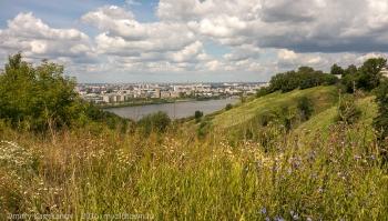 Вид на Оку и заречную часть Нижнего Новгорода