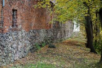 Правдинск. Остатки крепостной стены