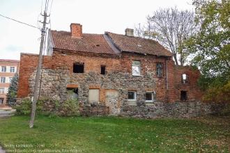 Правдинск. Остатки крепостной стены, превращенной в стену дома