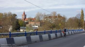 Правдинск. Калининградская область. Велосипедист на мосту через Лаву