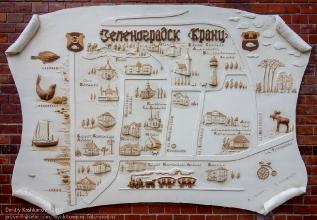 Схема Зеленоградска на фасаде дома по ул. Тургенева