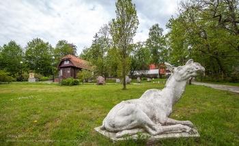 Скульптуры в парке у дома Германа Брахерта. Светлогорск