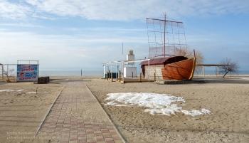 Как выглядит пляж в городе Ейске зимой. Немного снега