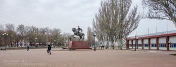 Ейск. Городской стадион и памятник князю М.С.Воронцову