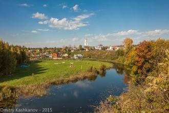 Вид с земляного вала на речку Каменку и Преподобенскую колокольню