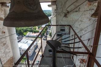 Электронный звонарь на Преподобенской колокольне в Суздале