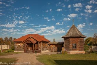 Музей деревянного зодчества. Вид на вход с территории