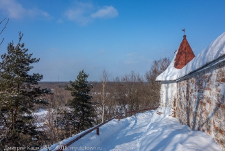 Ограда Троице-Никольского монастыря. Башенка. Фото Гороховца