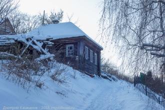 Фото Гороховца. Снег. Старый дом на склоне