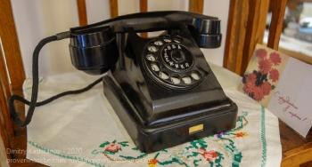 Старый дисковый телефон с буквами