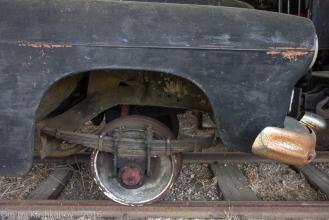 Автомобиль ЗИМ на рельсовом ходу. Рессора и колесо. Фото