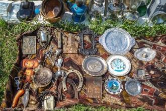 Подковы, щипчики для сахара, старые тарелки и подносы. Фото Мурома