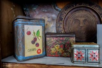 Старые жестянки под сахар, чай и т.д. Ейский краеведческий музей
