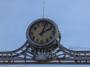 Центральные проходные волгоградской ГРЭС (бывшая СталГРЭС). Старинные часы ещё идут