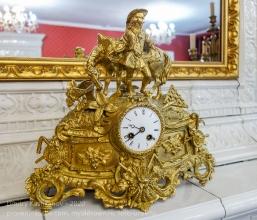 Старинные часы из гостиной дома Волконских. Фрагмент.