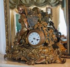 Старинные каминные часы. Иркутский музей декабристов