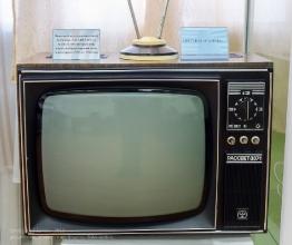Черно-белый ламповый телевизор Рассвет 307