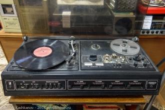 Комбайн: катушечный магнитофон, проигрыватель пластинок, приемник